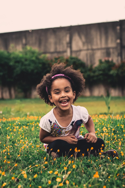 schaalvergroting in kinderopvang - Samenwerkende Kinderopvang - kind in bloemenveld
